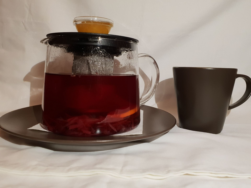 Ginger tea with honey, lemon and forest berries